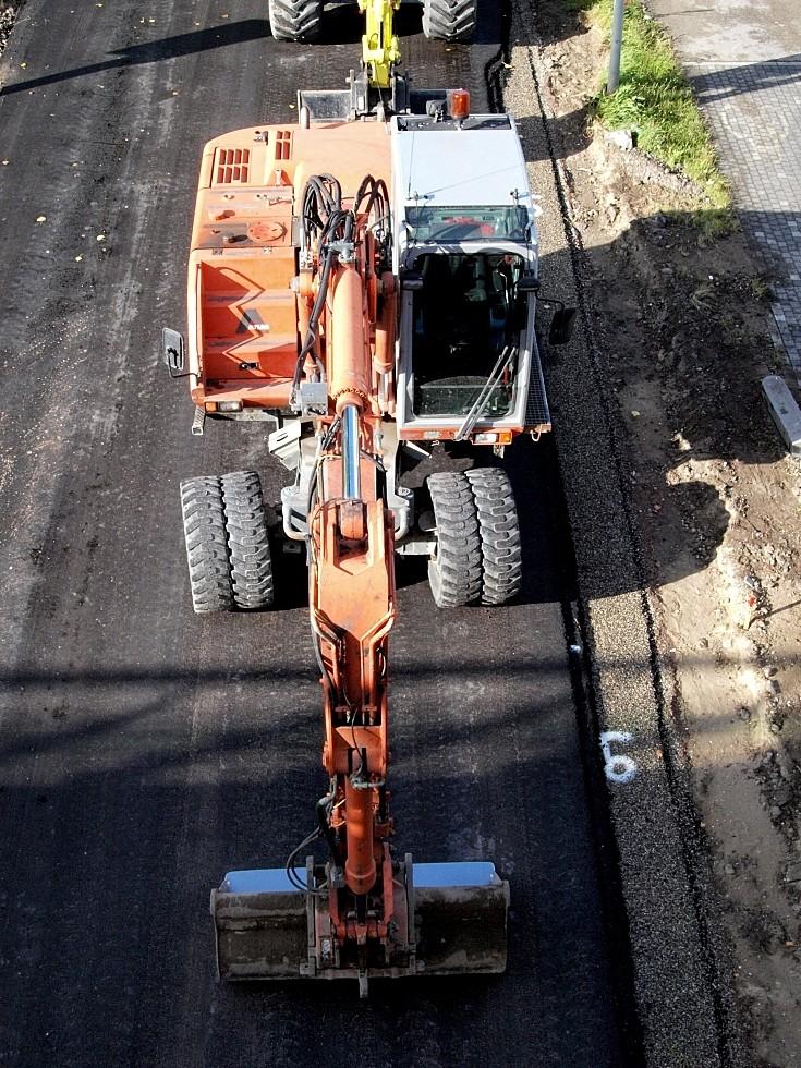 Atlas 1504 M used in road re-surfacing