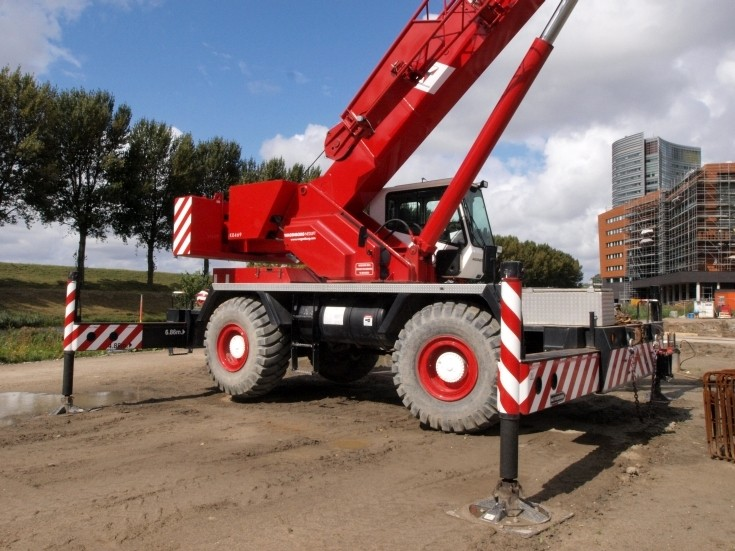 Rough Terrain Crane - Grove RT 600E