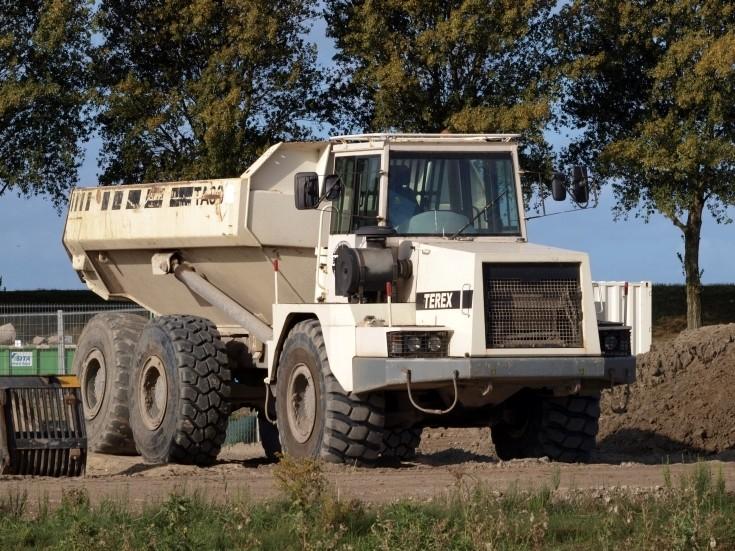Bouwlust owned dump truck