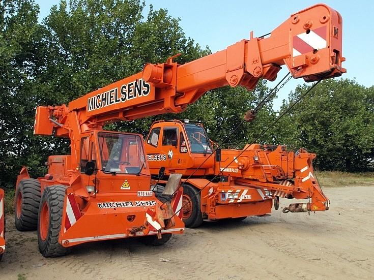 Extendable mobile crane