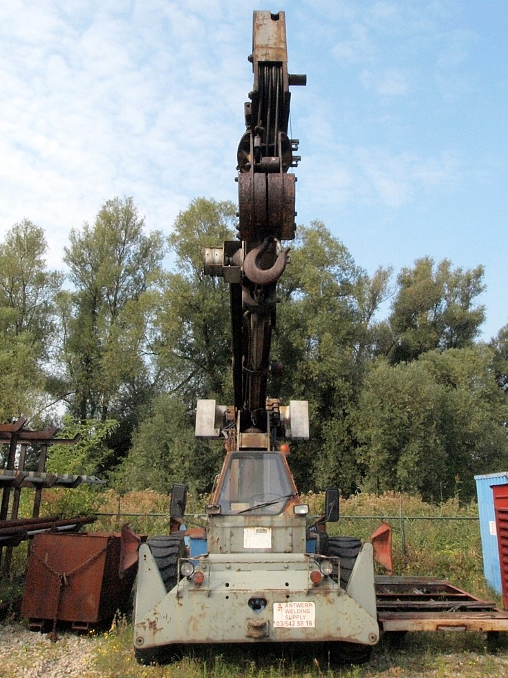 Head on with Galion mobile crane