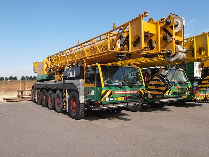 12-wheeler mobile crane(s)