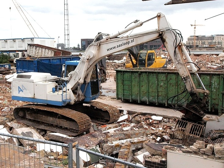 Demag K5205 tracked excavator