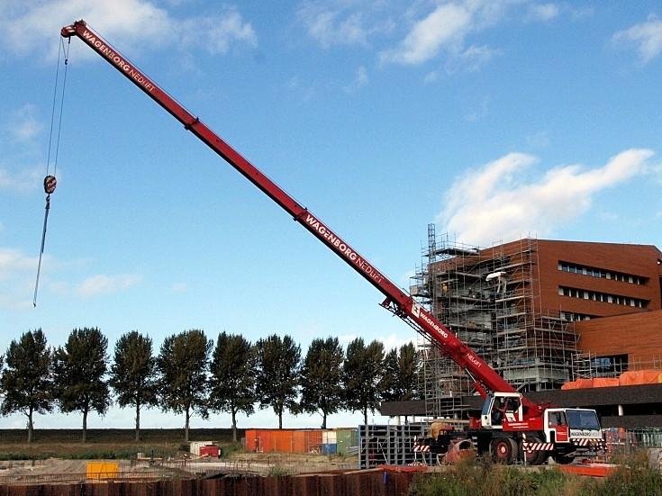 Liebherr crane fully extended