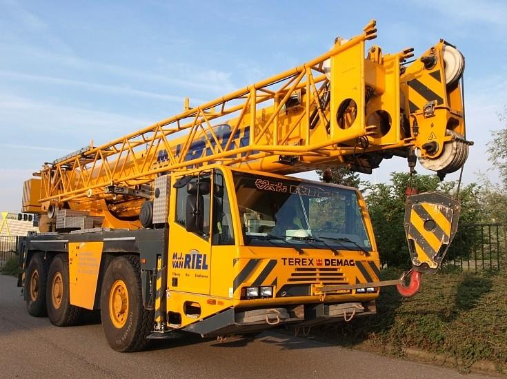 Telescopic Crane 200 Ton : Construction excavation and demolition machines m j