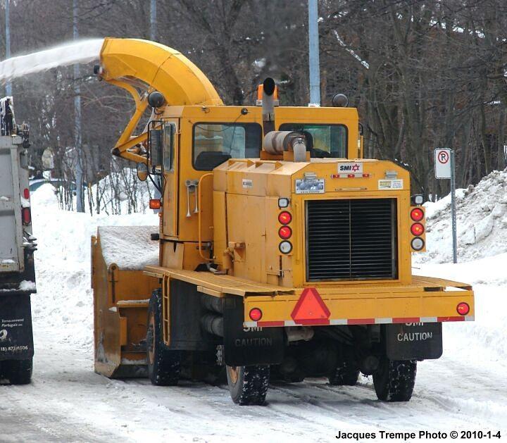 SMI Snowmaster 7500 - 2 of 2