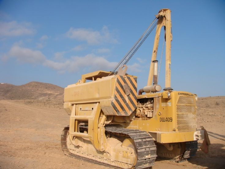 Cat 583 Side Boom http://www.construction-and-excavation.com/picture/number1552.asp