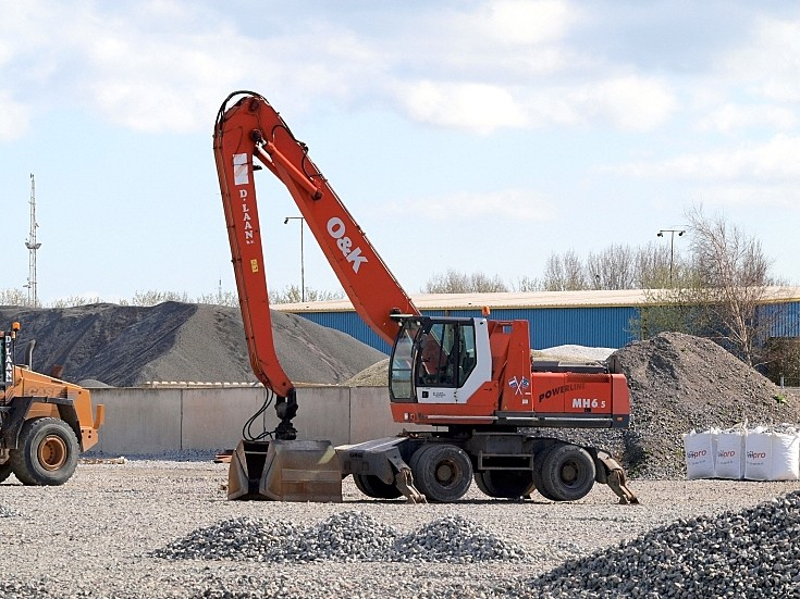 O&K MH6 excavator