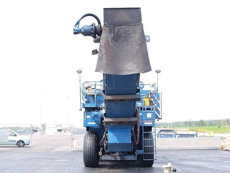 KWS blue road equipment