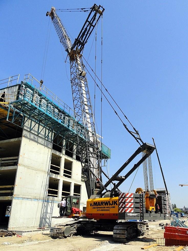 Sennebogen crane at building works
