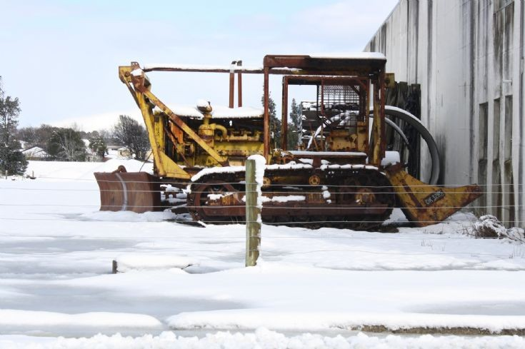 Caterpillar D8=8Rs in snow
