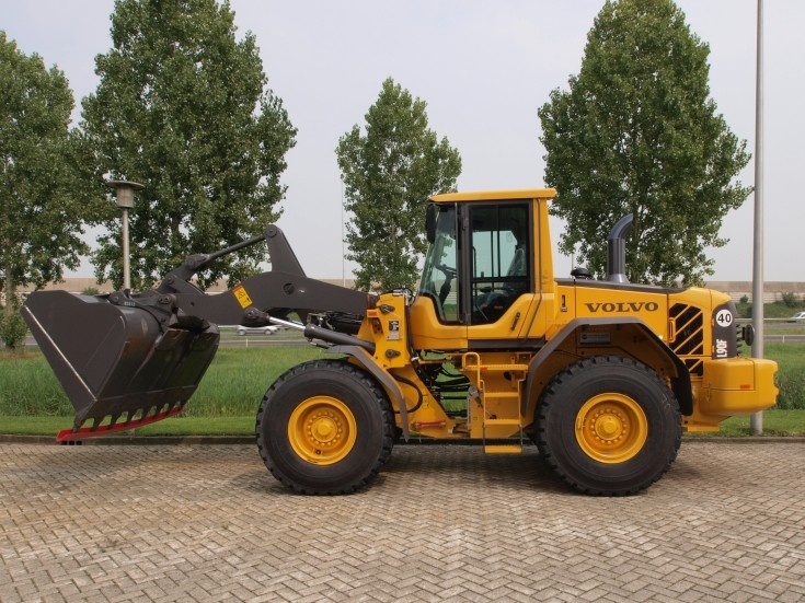 Side view of Volvo L90F loader