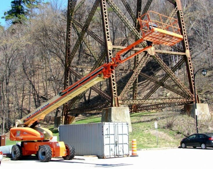 JLG 1850 articulated manlift