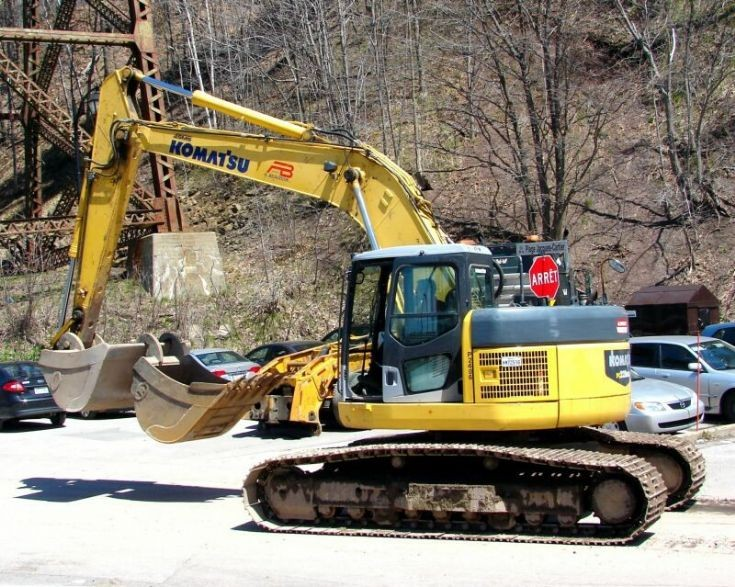 Photo of Komatsu 228uslc - 2 of 2