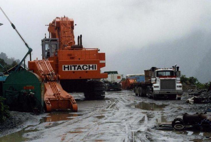 1987 Hitachi UH-801 excavator photo two