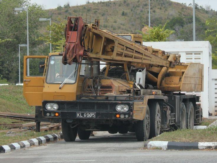 Photo of older Kato mobile crane