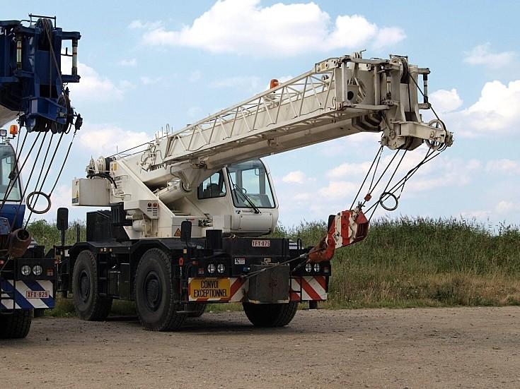 White Tadano mobile crane