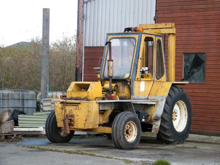 Old forklift truck     25/10/2011