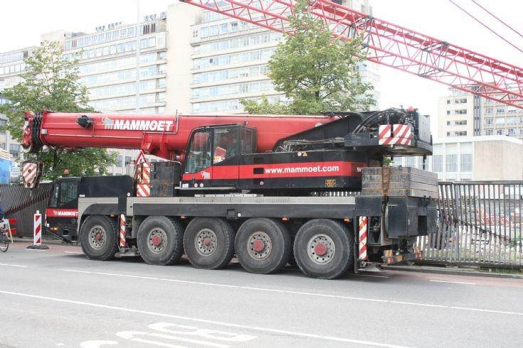 Mammoet crane
