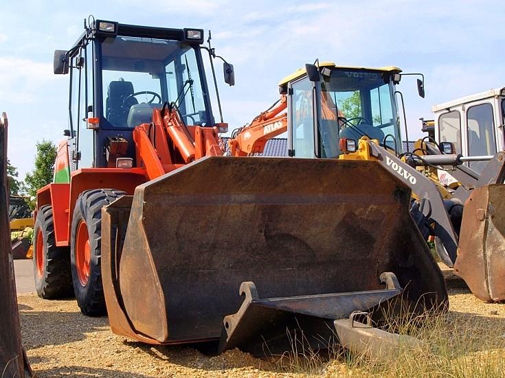KramerAllrad orange bulldozer