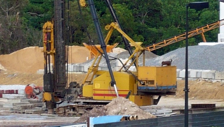 Photo of P&H pile driver