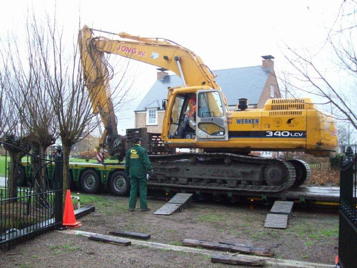 Daewoo 340LCV tracked excavator