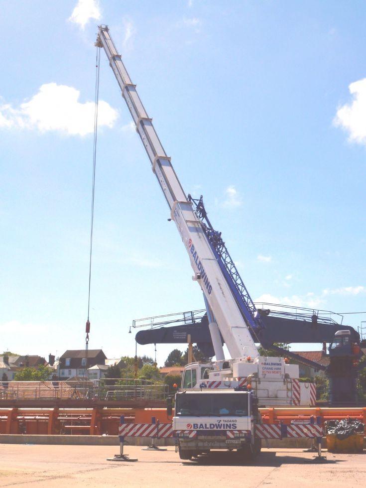 Tadano 5 axle mobile crane    4/6/2013