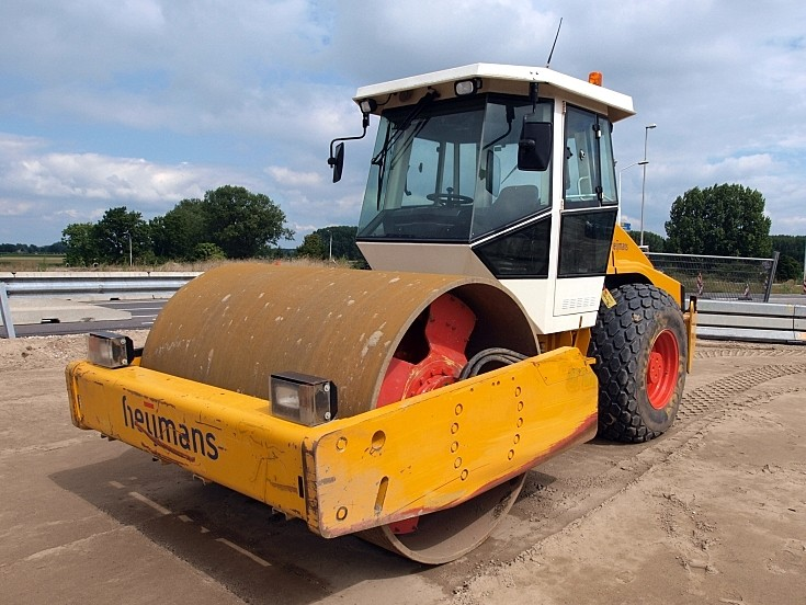 Bomag roller - road construction