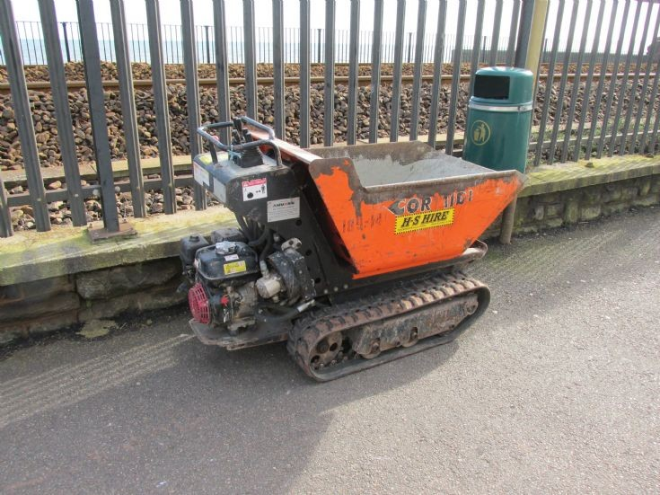 Very small tracked pedestrian dumper