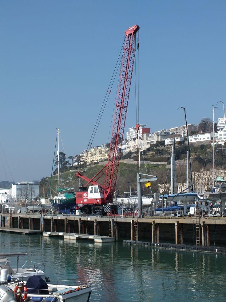 Wheeled boat lift crane