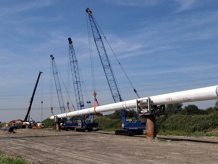 Hitachi KH 180 tracked cranes used for pipe work