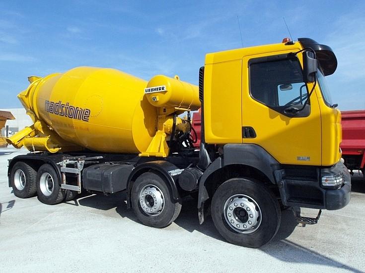 Renault 370 Kerax concrete mixer