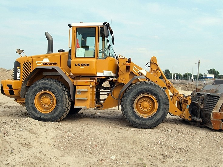Volvo L90e Loader owned by Mourik (LS 292)